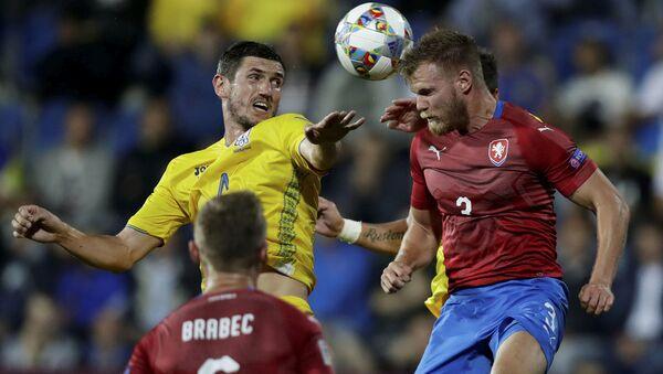 Tomáš Kalas v souboji s ukrajinským hráčem při zápase v Uherském Hradišti - Sputnik Česká republika
