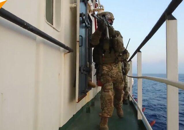 """Ve Středozemním moři ruské speciální jednotky neutralizovaly """"diverzanty"""""""