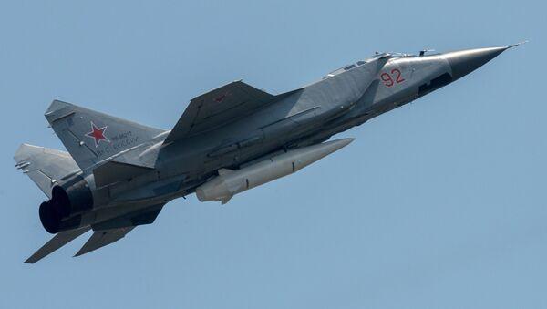 Mig-31 se střelou Kinžal - Sputnik Česká republika