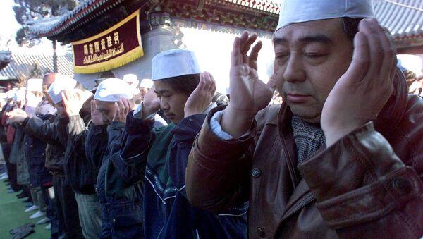 Čínské úřady vylepují na domech muslimů QR kódy - Sputnik Česká republika
