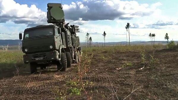 Hybridní samohybný protiletadlový systém krátkého a středního dosahu Pancir-S1 - Sputnik Česká republika