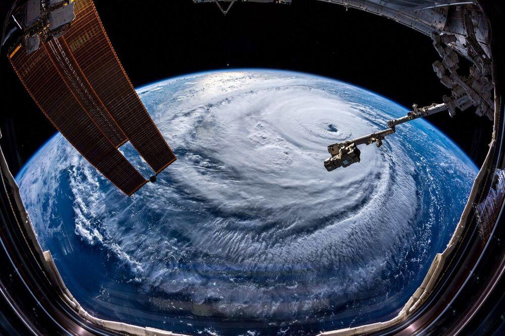 Tento týden v obrázcích: uragán Florence a cvičení Vostok 2018