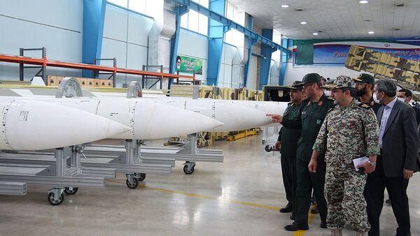 Íránská vojenská delegace při prohlídce raket. Ilustrační foto - Sputnik Česká republika