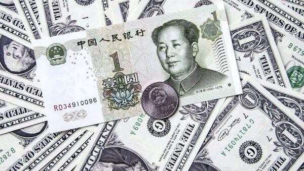 Čínský jüan uprostřed amerických dolarů - Sputnik Česká republika