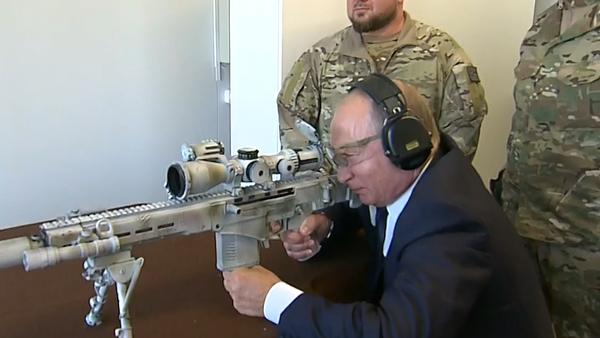 Střelba Putina z nové ostřelovací zbraně se dostala na video - Sputnik Česká republika