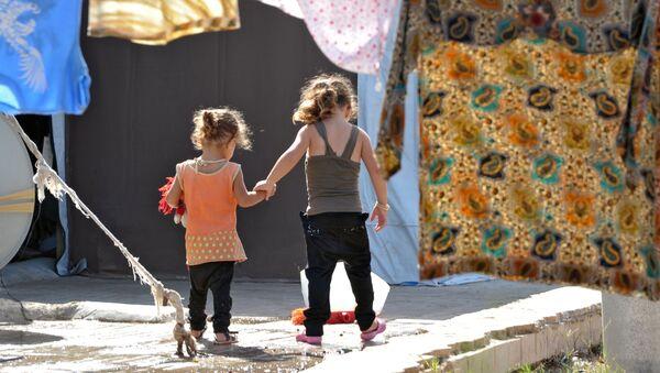 Děti v uprchlickém táboře v Latákii - Sputnik Česká republika