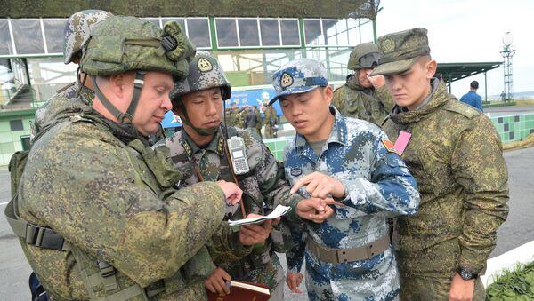 Čínští a ruští vojáci - Sputnik Česká republika