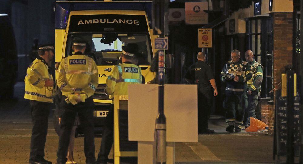 Policie u restaurace Prezzo v Salisbury, Británie