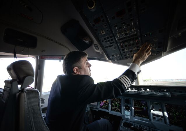 Pilot v letadle SSJ-100