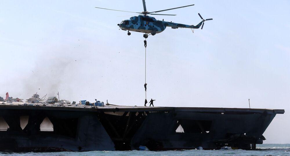 Vojenská cvičení Íránu v Hormuzském průlivu