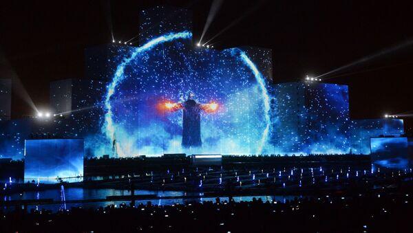Hypnotická ohnivá show. V Moskvě byl zahájen mezinárodní festival Kruh světla - Sputnik Česká republika