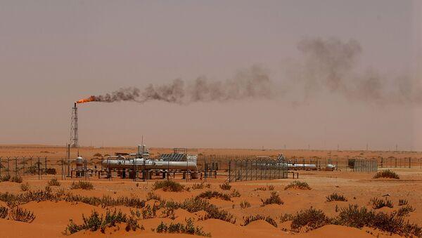 Ropná plošina národní ropné společnosti Saúdské Arábie Saudi Aramco - Sputnik Česká republika