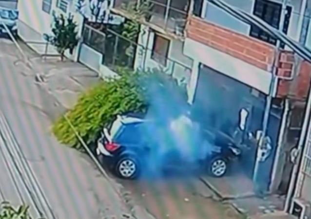 Vstal, jako by se nic nestalo. Cyklista v Brazílii jen zázrakem přežil nehodu (VIDEO)