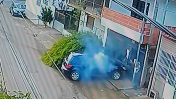 Vstal, jako by se nic nestalo. Cyklista v Brazílii jen zázrakem přežil nehodu (VIDEO) - Sputnik Česká republika