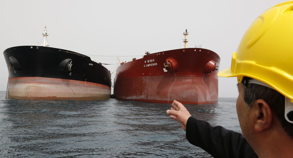 Tankery s ropou v Íránu