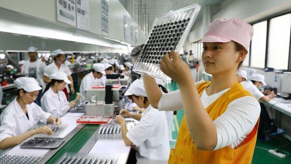 Čínská továrna na výrobu mikromotorů - Sputnik Česká republika