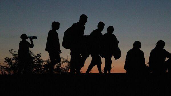 Skupina běženců - Sputnik Česká republika