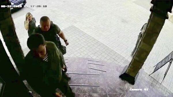 Na internetu koluje fotografie Zacharčenka, která byla pořízena minutu před jeho smrtí - Sputnik Česká republika