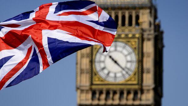 Britská vlajka na pozadí Big Ben v Londýně - Sputnik Česká republika