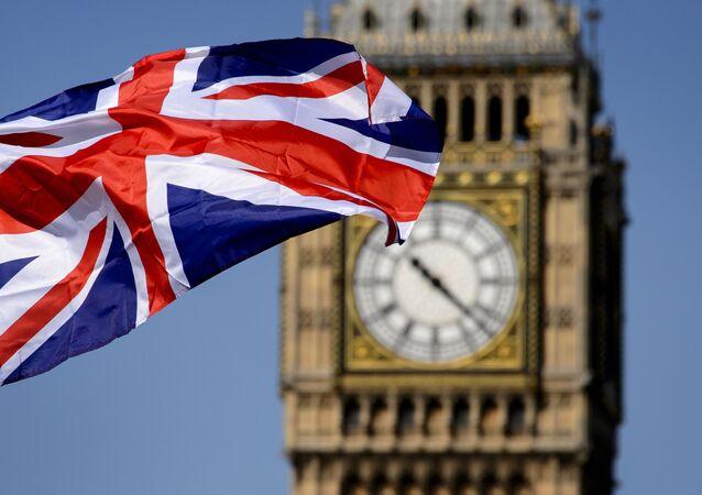 Britská vlajka na pozadí Big Ben v Londýně