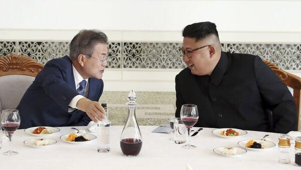 Severokorejský vůdce Kim Čong-un a jihokorejský prezident Mun Če-in - Sputnik Česká republika