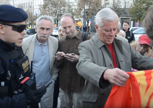Policie při zásahu proti demonstrantům u příležitosti 80. výročí Mnichova