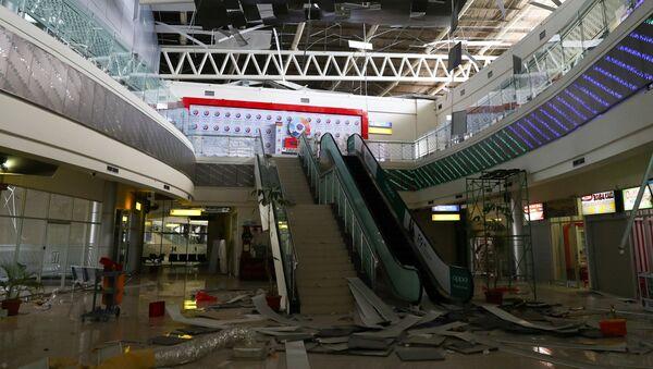 Budova letiště Palu po zemětřesení v Indonésii - Sputnik Česká republika
