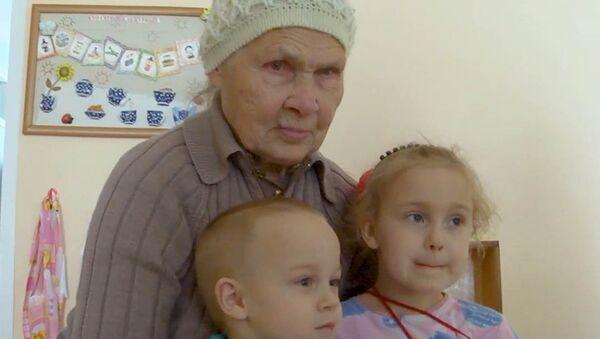 Babička pro všechny sirotky. A co byste pro děti udělali vy? - Sputnik Česká republika