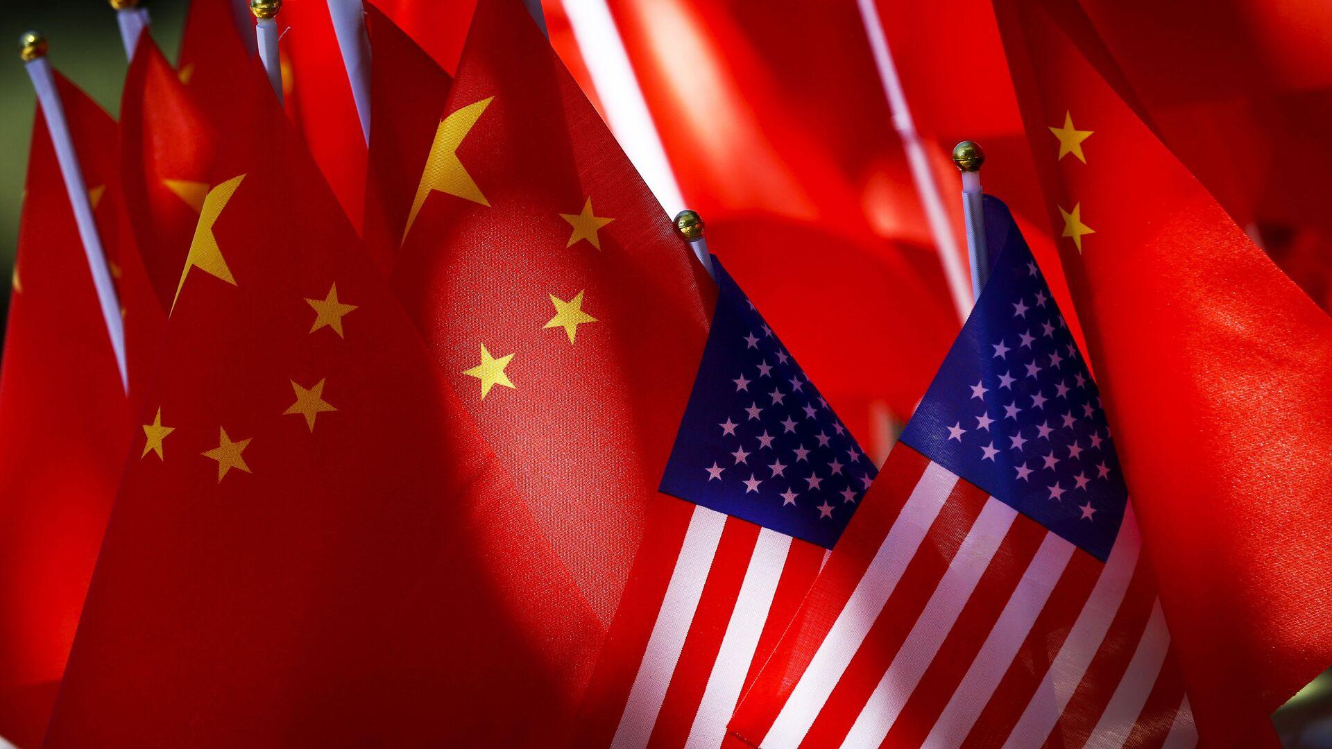 Vlajky USA a Číny - Sputnik Česká republika, 1920, 20.07.2021