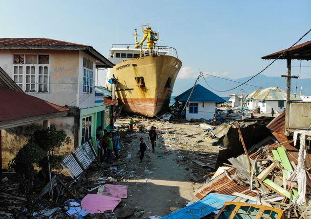 Následky tsunami a zemětřesení v Indonésii