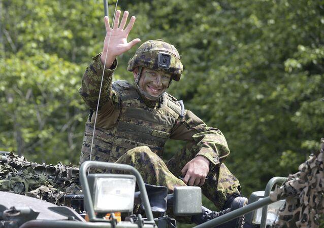 Voják během cvičení Saber Strike-2016 v Estonsku