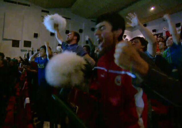 Krajané Khabiba Nurmagomedova oslavují jeho vítězství