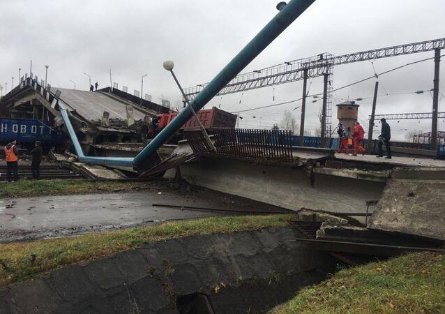 Na Transsibiřskou magistrálu se zřítil most (FOTO, VIDEO)