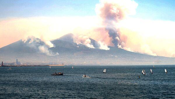 Dým z požárů na Vesuvu. Ilustrační foto - Sputnik Česká republika