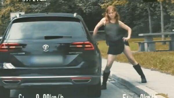 Němka, která hrála jeptišku, se svlékla před policií a dostala se na video - Sputnik Česká republika