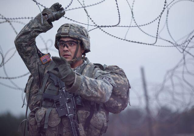 Americký voják během cvičení NATO v Evropě