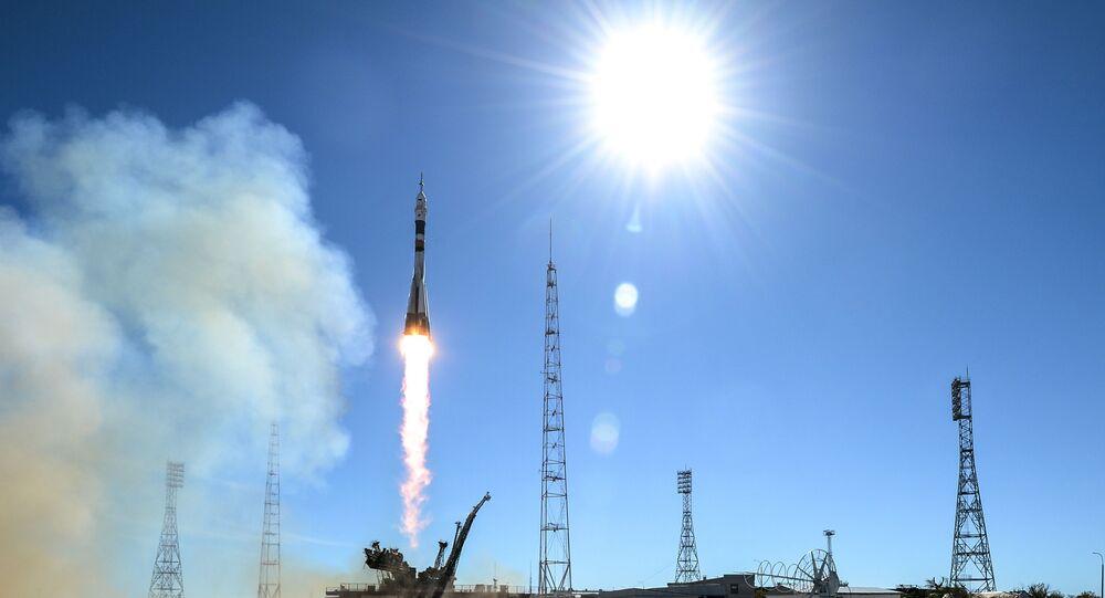 Start z kosmodromu Bajkonur došlo nosné rakety Sojuz-FG s pilotovanou kosmickou lodí Sojuz MS-10