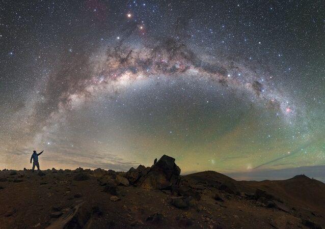 Mléčná dráha nad pouští Atakama