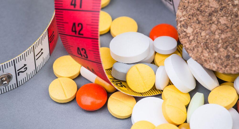 Léky a metr. Ilustrační foto