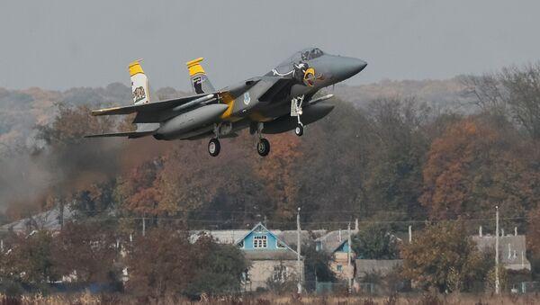 Stíhačka USA F-15 během cvičení s Ukrajinou - Sputnik Česká republika