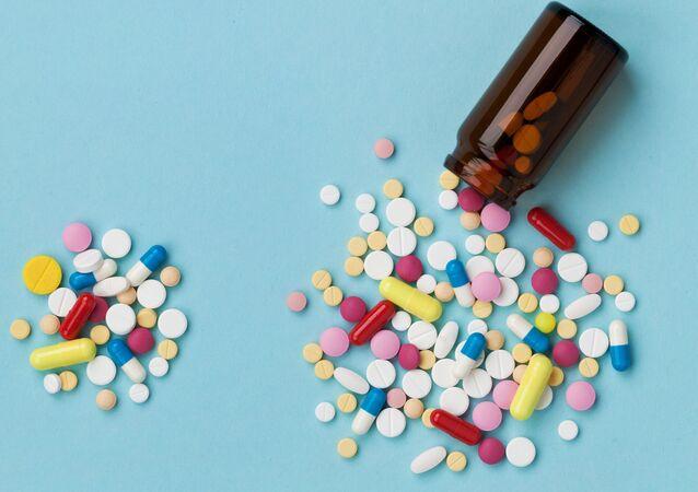 Různé tablety. Ilustrační foto