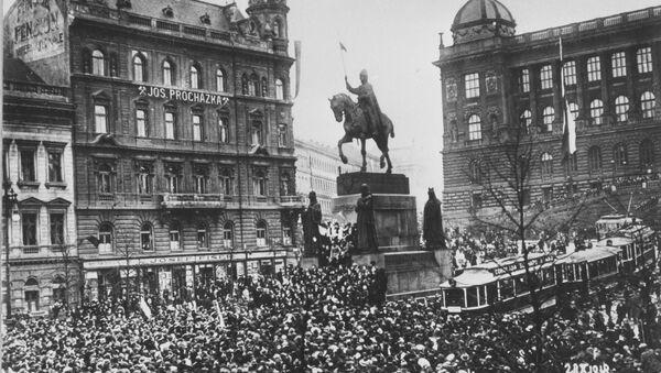 Вацлавская площадь в Праге 28 октября 1918 года в день образования независимой Чехословацкой Республики - Sputnik Česká republika