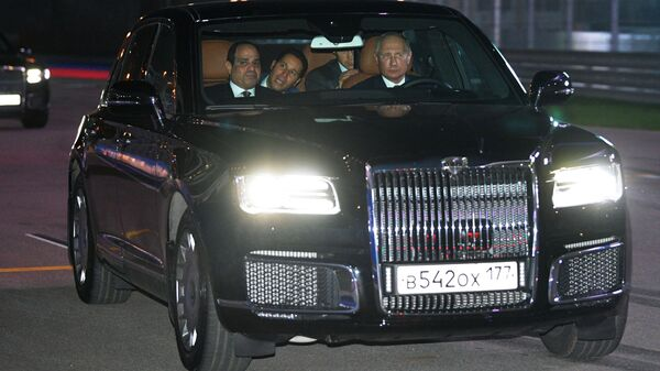 Ruský prezident Vladimir Putin a prezident Egyptské arabské republiky Abdel Fattah al-Sisi v autě Aurus - Sputnik Česká republika