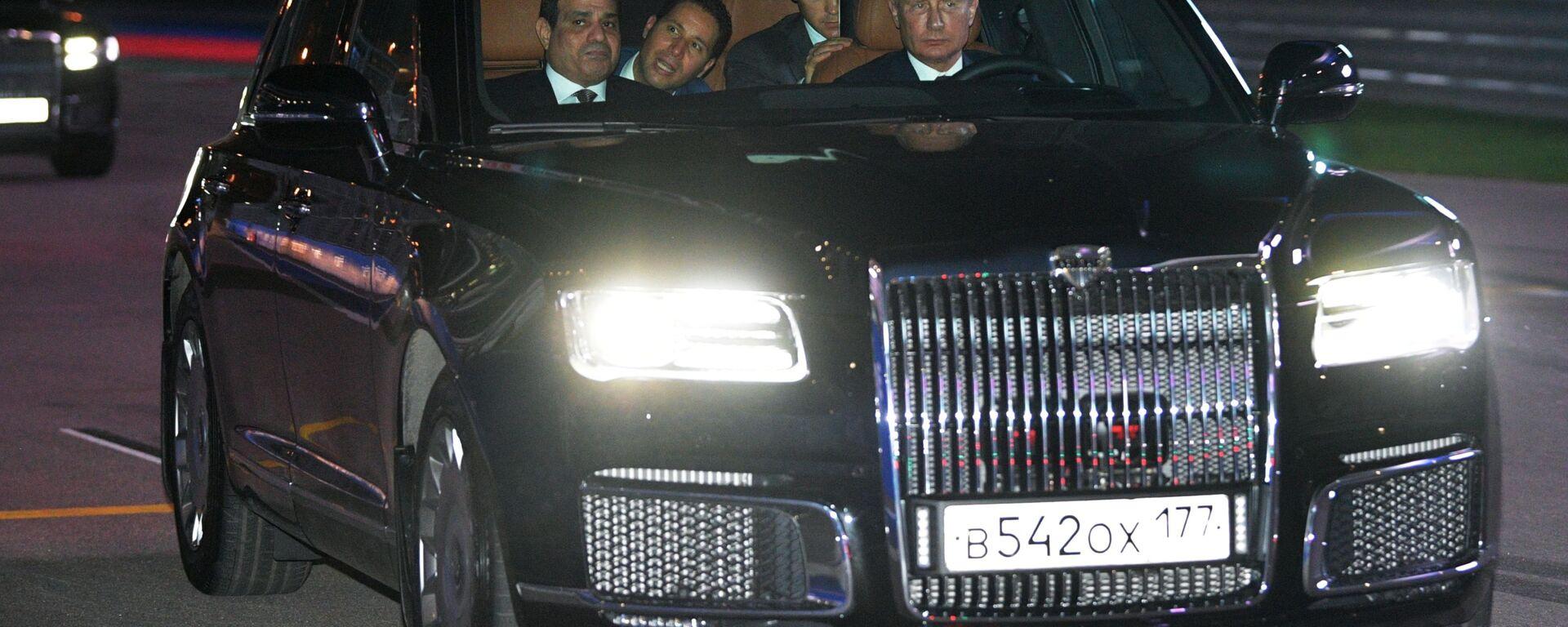 Ruský prezident Vladimir Putin a prezident Egyptské arabské republiky Abdel Fattah al-Sisi v autě Aurus - Sputnik Česká republika, 1920, 04.06.2021
