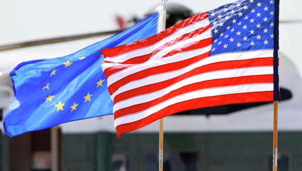 Vlajky USA a EU - Sputnik Česká republika