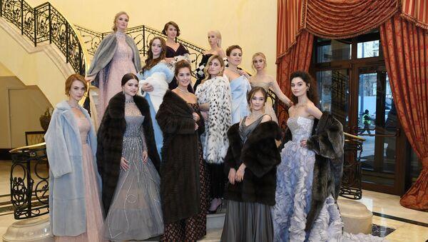 Moskevská společenská smetánka na jednom místě: Nekrásnější účastnice plesu Tatler - Sputnik Česká republika