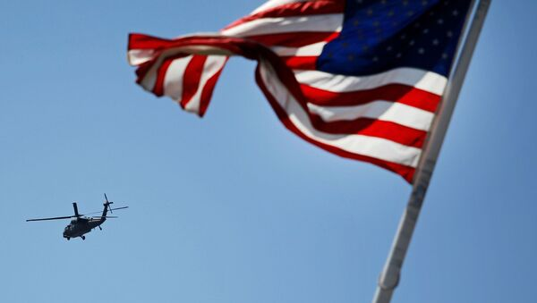 Vrtulník na pozadí americké vlajky - Sputnik Česká republika