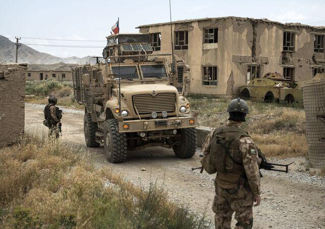 Čeští vojáci hlídkují v Afghánistánu