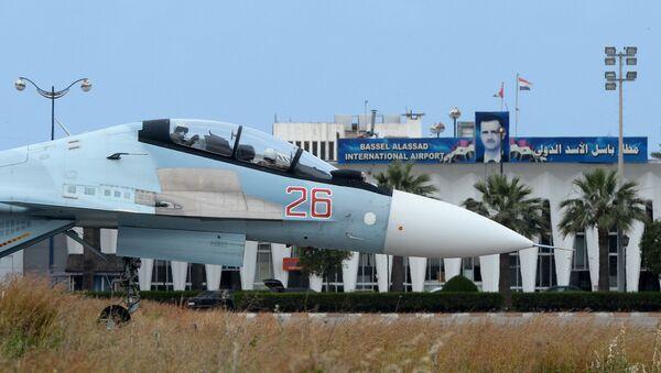 Su-30 na základně Hmímím - Sputnik Česká republika
