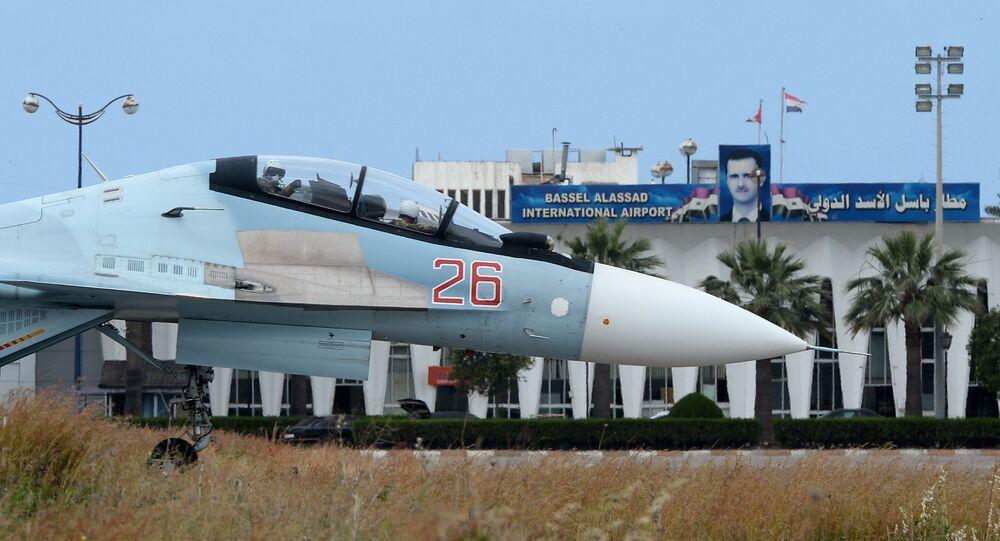 Su-30 na letecké základně Hmímím v Sýrii